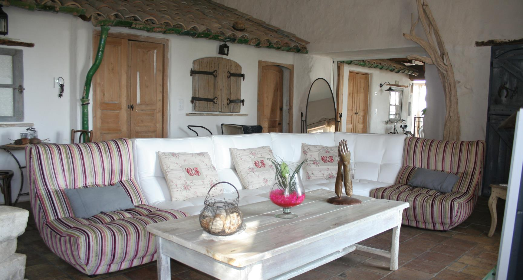 domaine sainte suzanne g tes de luxe avec piscines dans l 39 h rault. Black Bedroom Furniture Sets. Home Design Ideas